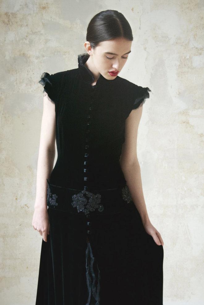 zwarte fluwelen jurk detail
